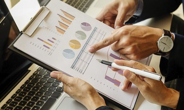Pros y contras de la inversión colectiva: ¿Es mejor invertir directamente o que lo hagan por ti?